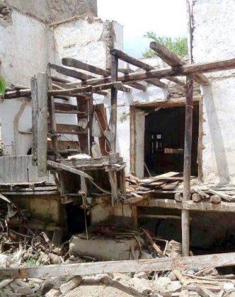 Köylüler su altında kalacak olan evlerinden anılarını kurtarmaya çalıştı