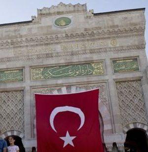 İstanbul ve Selçuk üniversitelerinde gözaltı