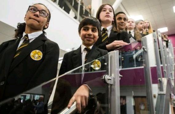 ngiltere'de 26 binden fazla Müslüman öğrenci Katolik okullarına gidiyor.