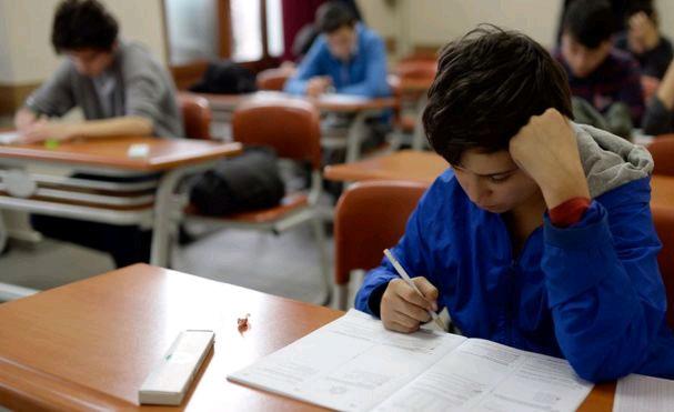 Öğrenciler sınavda