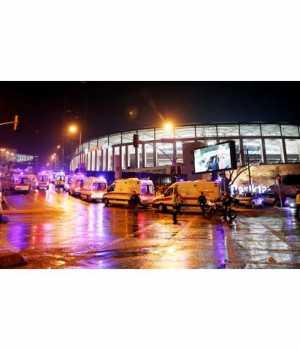 İstanbul Beşiktaş'ta Vodafone Arena yakınında ve Maçka Parkı'nda iki ayrı patlama meydana geldi.